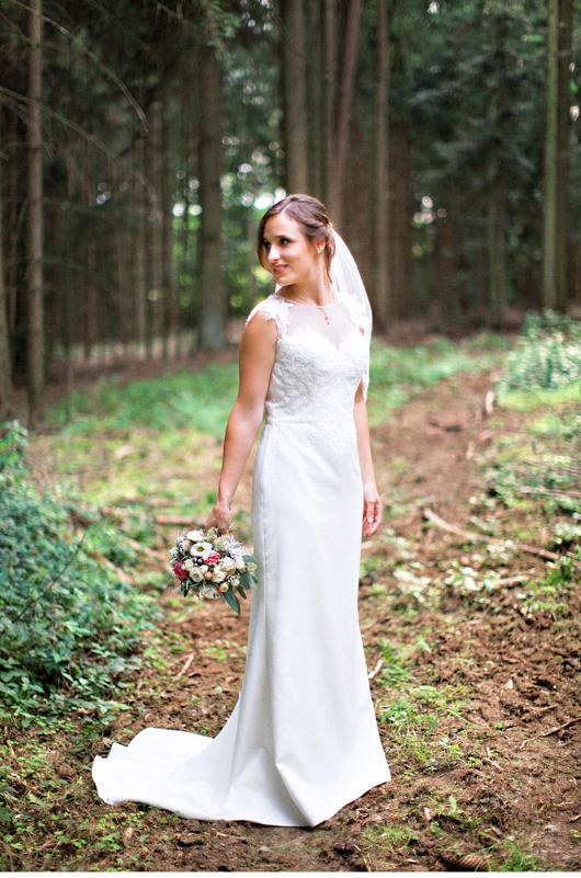 anita_schneider_anitaschneider_fotografin_hochzeitsfotografin_videografin_wedding_fineart_wald_bridal_brautstrauss_12