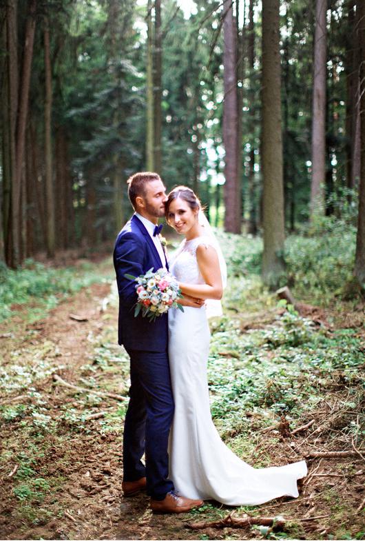 anita_schneider_anitaschneider_fotografin_hochzeitsfotografin_videografin_wedding_fineart_wald_bridal_brautstrauss_6